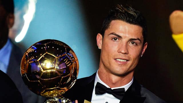 http://www.footpack.fr/wp-content/uploads/2014/01/Cristiano-Ronaldo-ballon-dor.jpg
