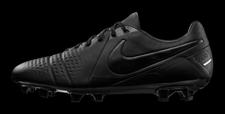 http://www.footpack.fr/wp-content/uploads/2014/04/nike-CTR-360-maestri-edition-limitée-Light-Out.jpg