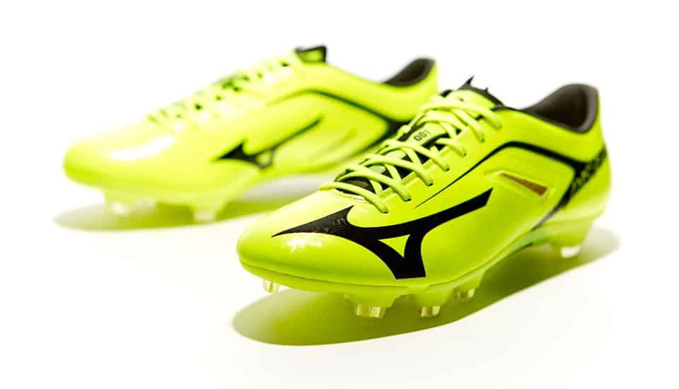 http://www.footpack.fr/wp-content/uploads/2014/06/mizuno-basara-jaune-fluo.jpg