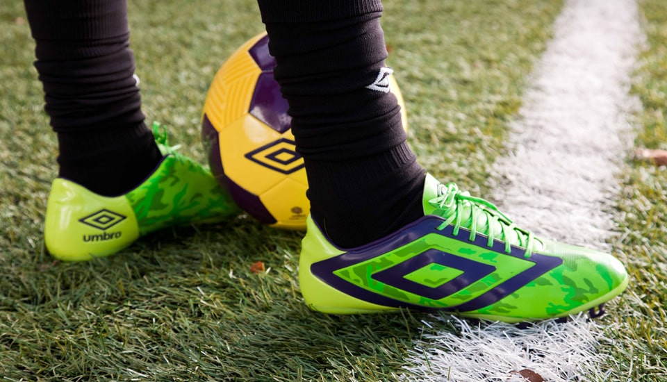 http://www.footpack.fr/wp-content/uploads/2014/06/umbro-geoflare-vert-camouflage-pelouse.jpg