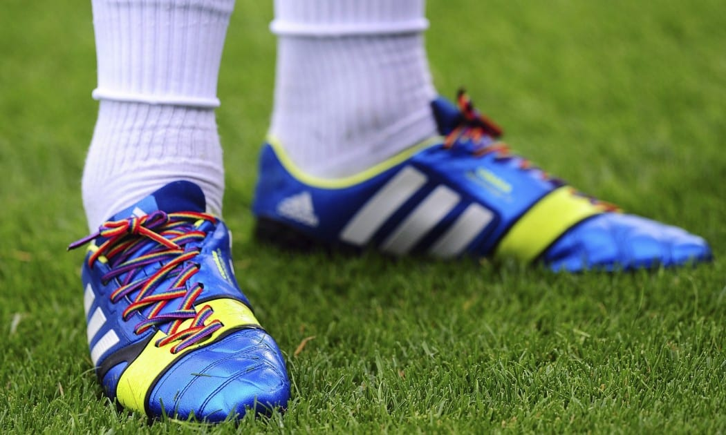 http://www.footpack.fr/wp-content/uploads/2014/09/Rainbow-laces-014-1050x630.jpg