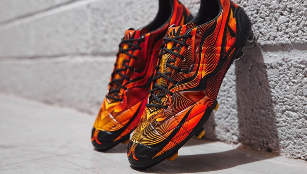 http://www.footpack.fr/wp-content/uploads/2014/10/adidas-crazylight-11pro-noir-orange-1050x595.jpg
