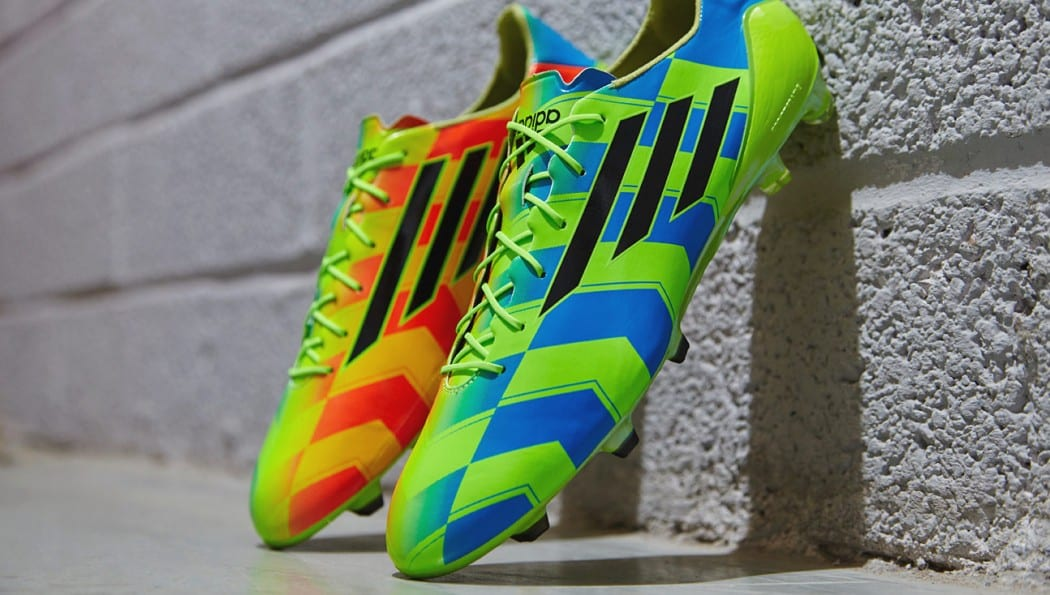 http://www.footpack.fr/wp-content/uploads/2014/10/adidas-f50-adizero-crazylight-bleu-vert-orange-1050x595.jpg