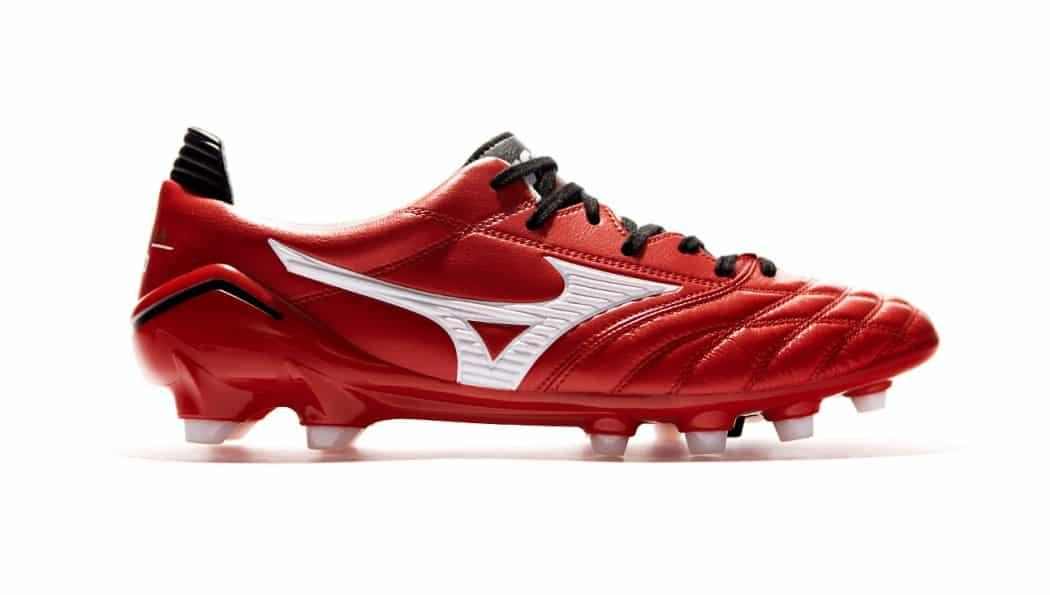 http://www.footpack.fr/wp-content/uploads/2014/11/chaussure-mizuno-morelia-neo-rouge-blanc-noir-1050x595.jpg
