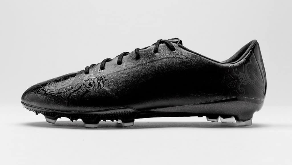 chaussure-football-adidas-black-pack-F50-adizero