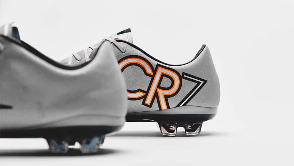 http://www.footpack.fr/wp-content/uploads/2015/03/chaussure-football-nike-vapor-x-silverware-5.jpg