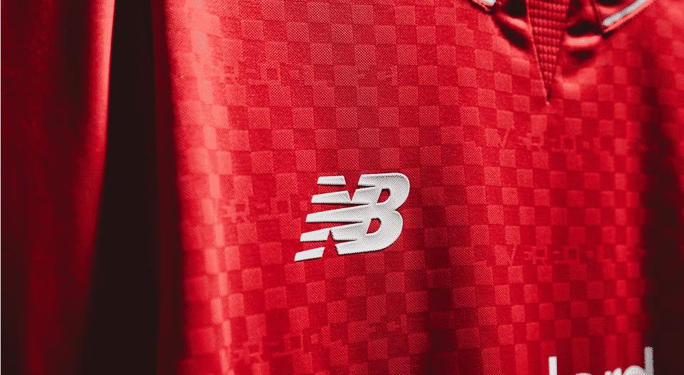 Nouvel équipementier du club, New Balance vient de présenter le nouveau maillot domicile du Liverpool Football Club pour la saison 2015-2016.