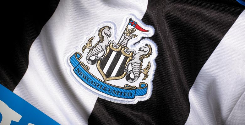 http://www.footpack.fr/wp-content/uploads/2015/05/logo-newcastle-united-maillot-2015-2016-domicile.jpg