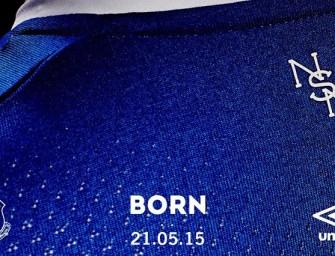 Umbro présente le maillot domicile 2015-2016 d'Everton