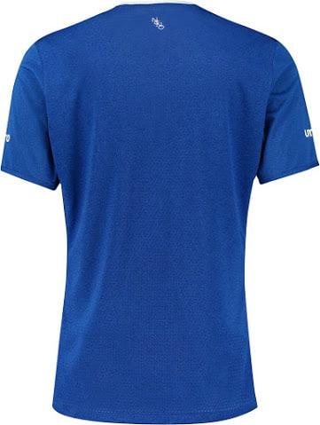 A un match de la fin de la saison de Premier League, Umbro et Everton viennent de dévoiler le nouveau maillot domicile du club pour la saison 2015-2016
