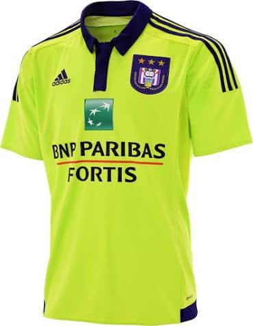 Découvrez les nouveaux maillots domicile et extérieur  d'Anderlecht, signé adidas, pour la saison 2015-2016 du championnat de Belgique.