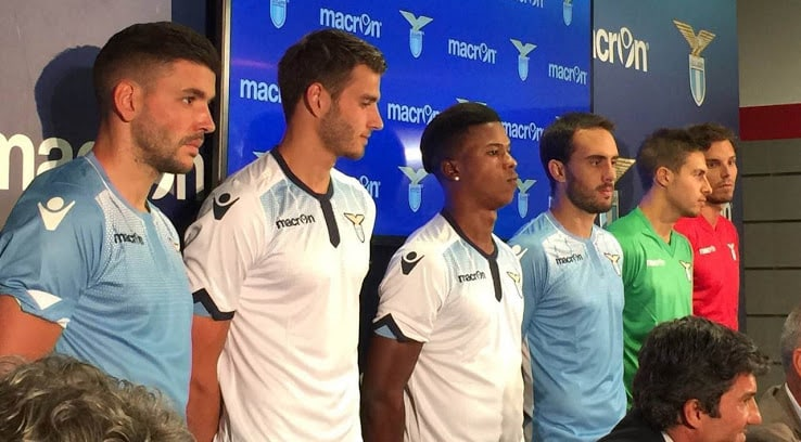 http://www.footpack.fr/wp-content/uploads/2015/05/maillot-lazio-rome-2015-2016-macron.jpg
