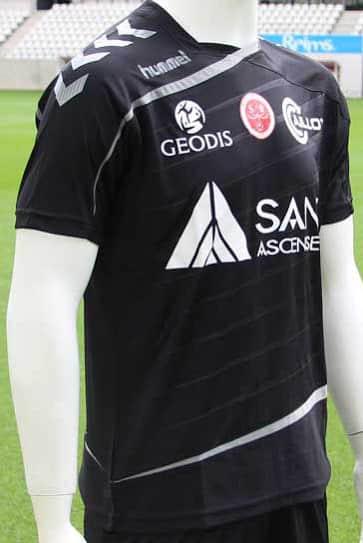 C'est par le match face au Paris SG que le Stade de Reims et Hummel son équipementier ont dévoilé les maillots 2015-2016 du club.