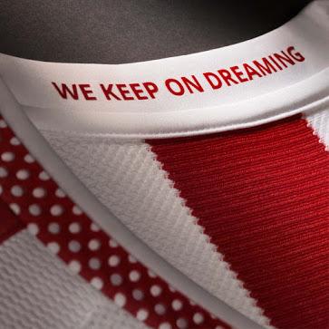 Champion de Grèce la saison dernière, l'Olympiakos et son équipementier adidas viennent de dévoiler les maillots 2015-2016 du club.