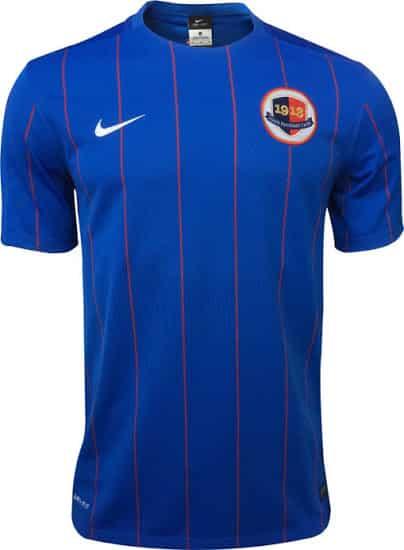 De retour en Ligue 1, le SM Caen a clôturé une belle saison et se maintient. Pour la saison 2015-2016, le SM Caen à dévoilé ses nouveaux maillots.