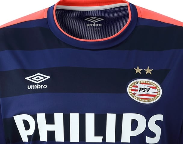 Champion des Pays-Bas la saison dernière, le PSV Eindhoven et Umbro son nouvel équipementier vient de dévoiler ses maillots pour la saison 2015-2016
