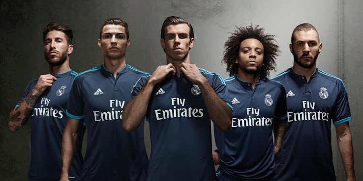 http://www.footpack.fr/wp-content/uploads/2015/06/maillot-real-madrid-third-2015-2016.jpg