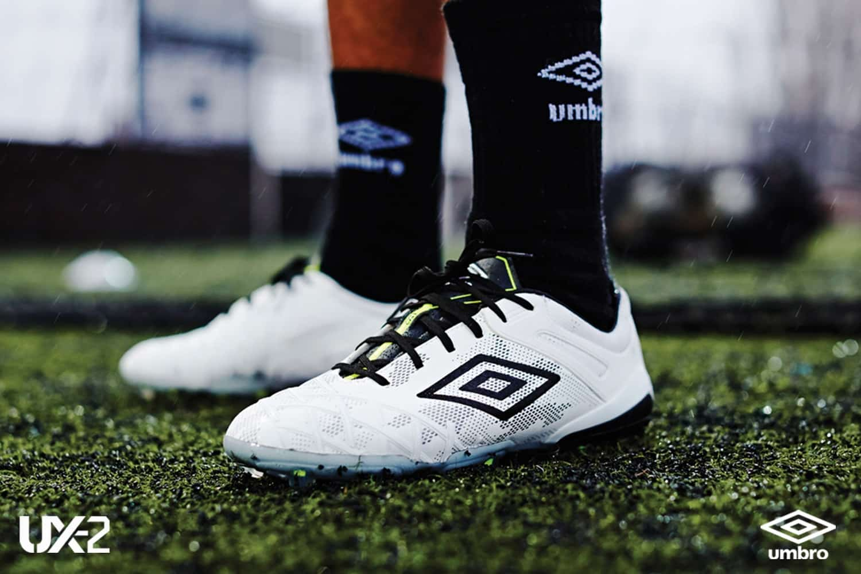 chaussure-football-umbro-UX-2-blanc-noir
