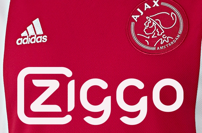 Champion des Pays-Bas, l'Ajax Amsterdam vient de dévoiler ses nouveaux maillots domicile et extérieur pour la saison 2015-2016