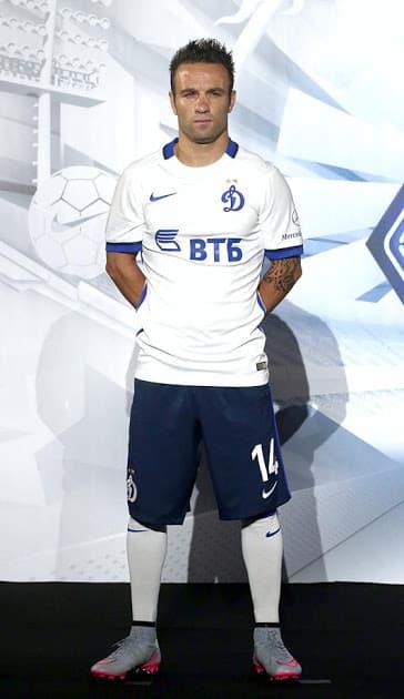 Emmené par Mathieu Valbuena, le Dynamo Moscou et Nike viennent de dévoiler les nouveaux maillots de la saison 2015-2016.