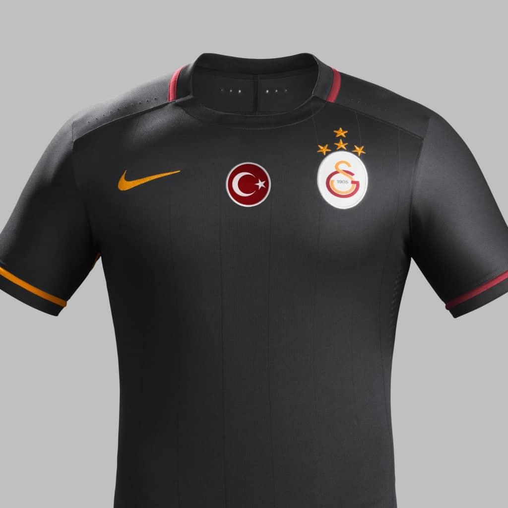 Champion de Turquie en titre, Galatasaray vient de dévoiler avec Nike son équipementier ses nouveaux maillots pour la saison 2015-2016.