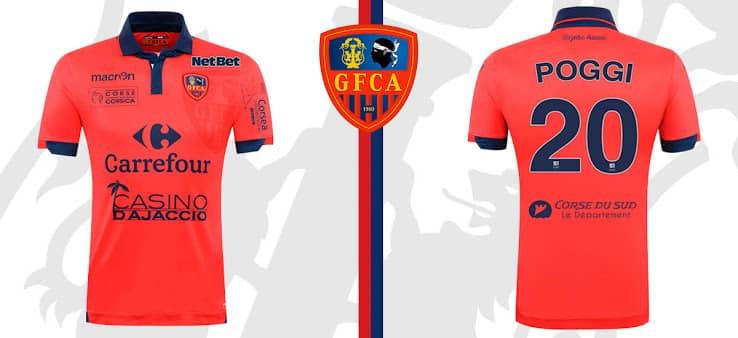 Promu en Ligue 1, le Gazélec Ajaccio vient de dévoiler avec Macron son équipementier ses nouvelles tenues pour la saison 2015-2016.