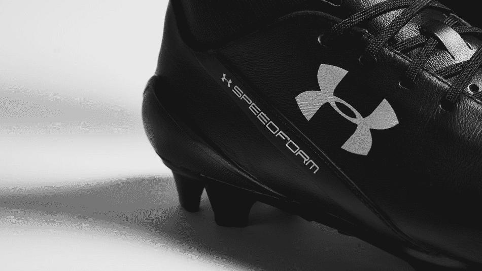 La marque américaine Under Armour vient de lancer deux nouveaux coloris de son produit phare: la Speedform Leather Noir/Noir et la Speedform Leather Blanc.