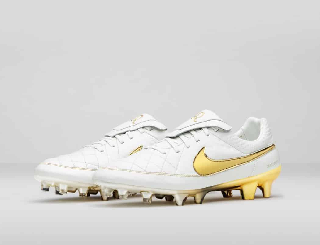 http://www.footpack.fr/wp-content/uploads/2015/08/Nike_Football_Ronaldino_Tiempo_Gold_R_PAIR_44681-1050x804.jpg