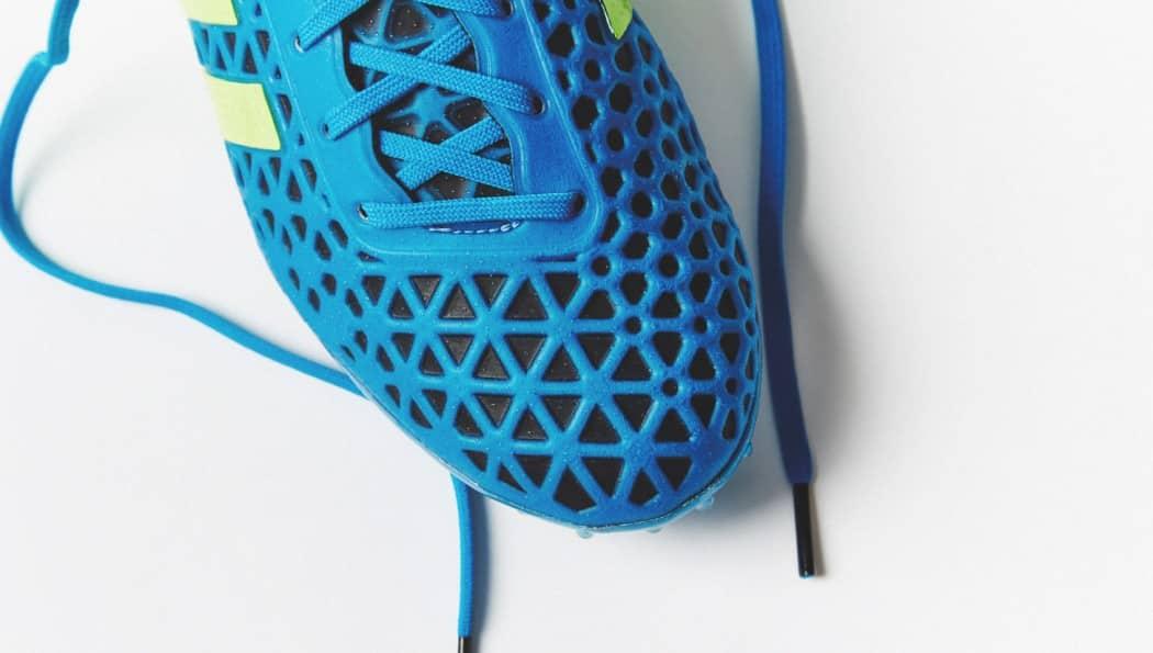 http://www.footpack.fr/wp-content/uploads/2015/08/chaussure-football-adidas-ACE15-Bleu-Noir-5-1050x595.jpg