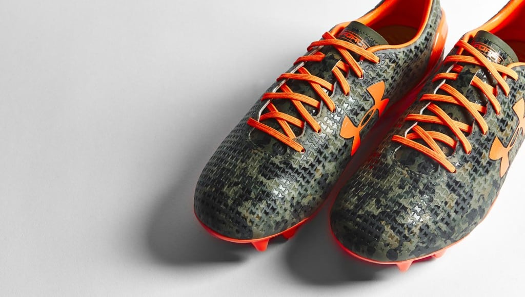 chaussure-football-under-armour-clutchfit-camouflage-orange-3