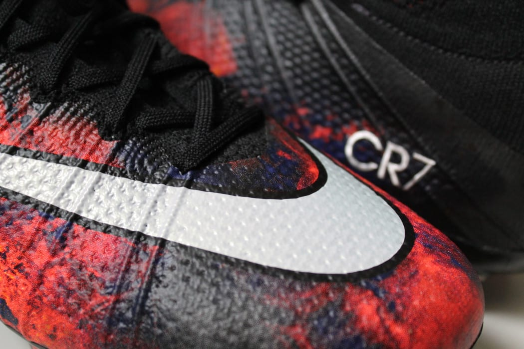 http://www.footpack.fr/wp-content/uploads/2015/10/Mercurial-Superfly-CR7-Savage-Beauty-Home-1050x700.jpg