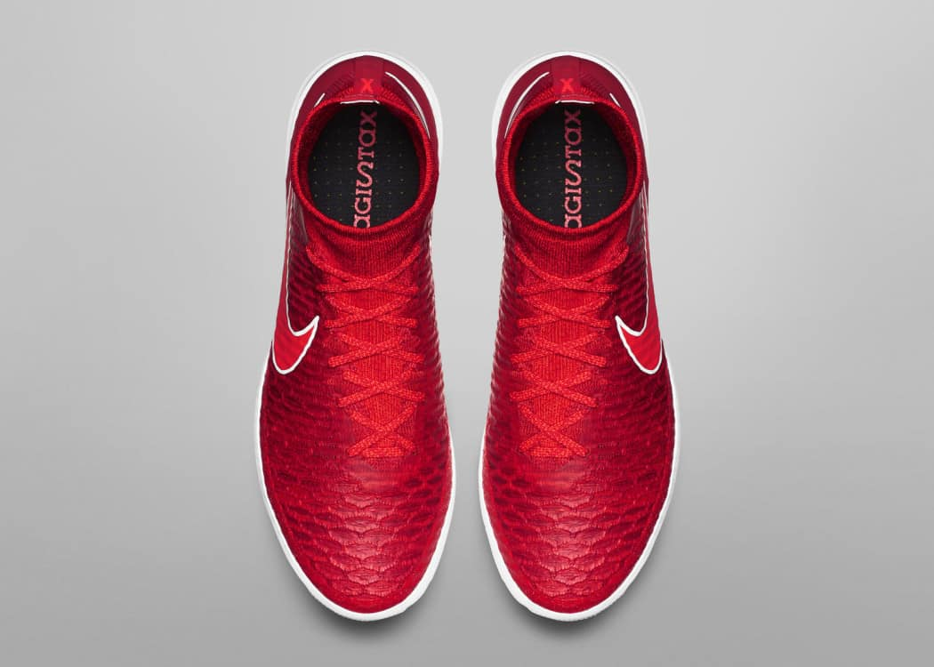 http://www.footpack.fr/wp-content/uploads/2015/10/Nike-Football-Soccer_NFX_STREET_MAGISTAX_PROXIMO_IC_D_PREM_rectangle_1600-1050x750.jpg