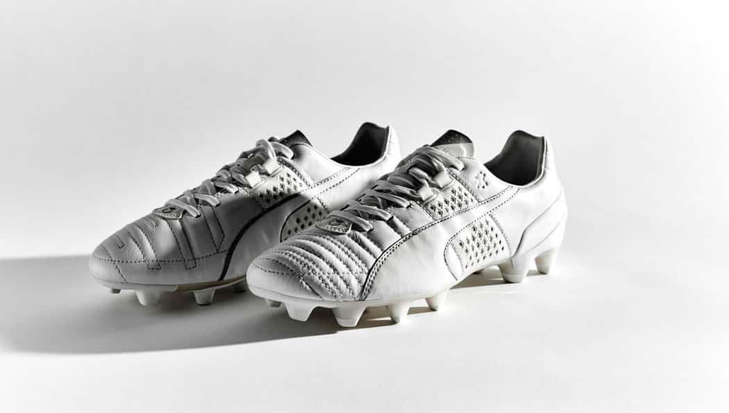 http://www.footpack.fr/wp-content/uploads/2015/10/chaussure-football-puma-king-blanche-1050x595.jpg