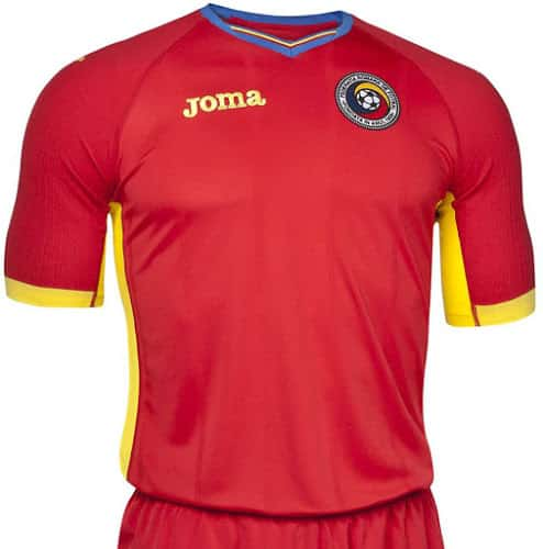 Qualifié pour la phase finale de l'Euro 2016, la Roumanie et Joma son équipementier viennent de dévoiler les nouvelles tenues de la sélection.