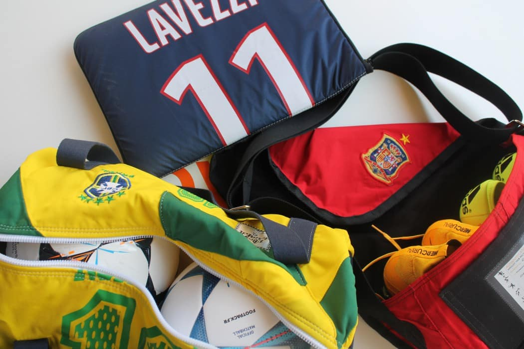 http://www.footpack.fr/wp-content/uploads/2015/10/shooting-1bag1match-made-in-france-9-min-1050x700.jpg