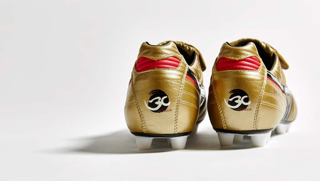 chaussure-football-mizuno-morelia-or-noir-30-ans