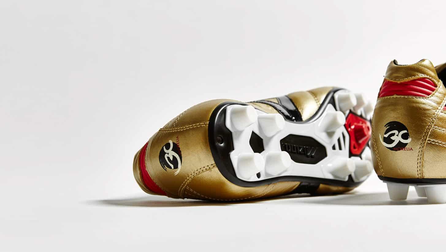 chaussure-football-mizuno-morelia-or-noir-30-ans-4