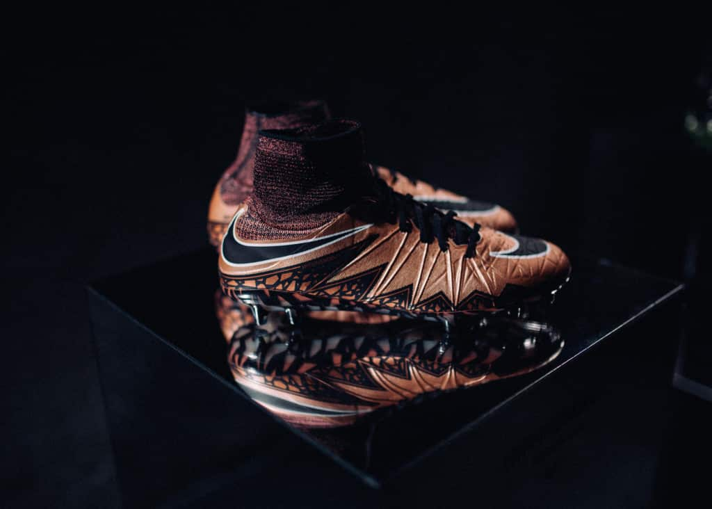 chaussure-football-nike-hypervenom-II-liquid-chrome
