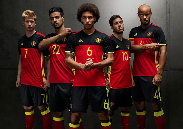 Outsider de la compétition avec sa génération dorée, la Belgique et adidas viennent de dévoiler les nouveaux maillots des Diables rouges pour l'Euro 2016.