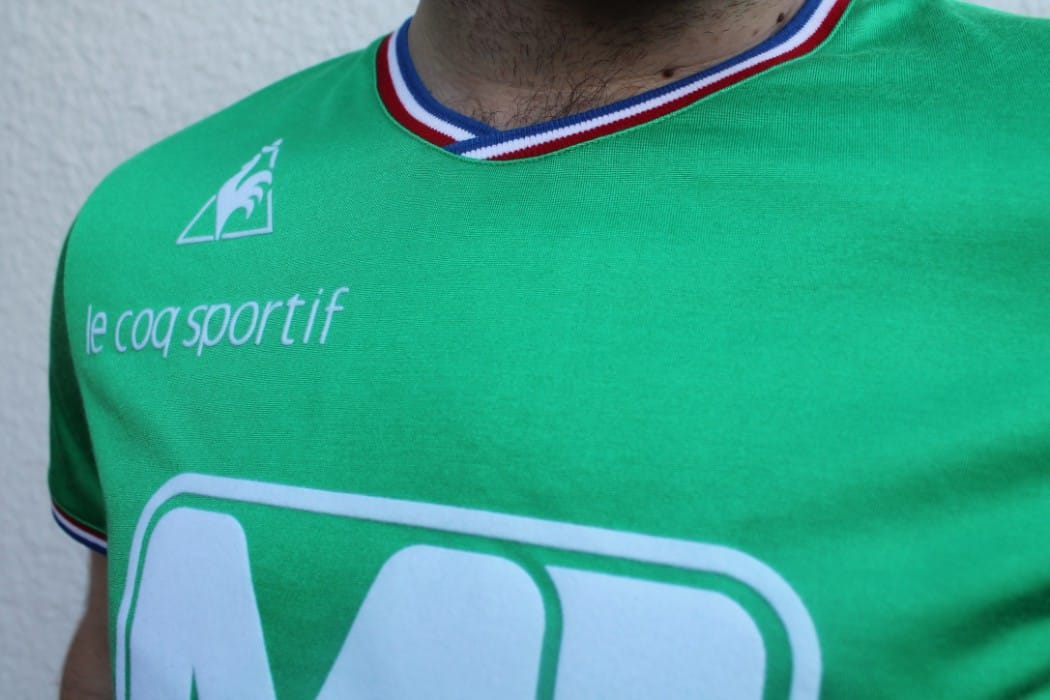 http://www.footpack.fr/wp-content/uploads/2015/11/maillot-foot-retro-asse-manufrance-1976-le-coq-sportif-4-1050x700.jpg