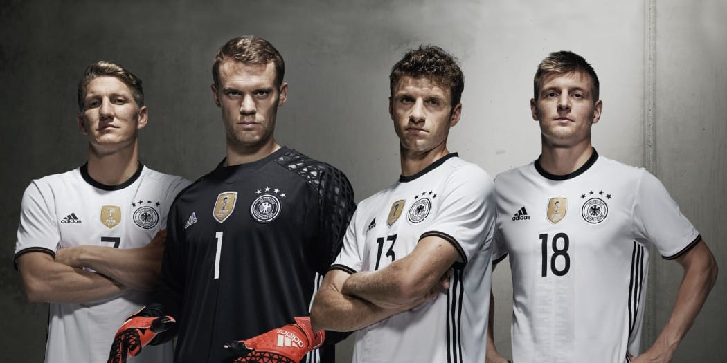 http://www.footpack.fr/wp-content/uploads/2015/11/maillot-football-allemagne-adidas-euro-2016-2-1050x525.jpg