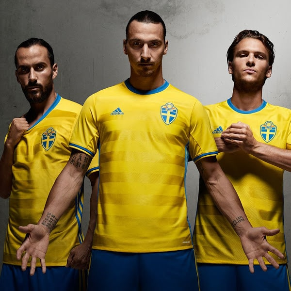 Qualifiées pour les barrages de l'Euro 2016, la Suède de Zlatan Ibrahimovic et adidas viennent de dévoiler le nouveau maillot de la sélection
