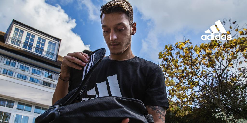 mesut-ozil-chaussure-football-adidas-ace2016
