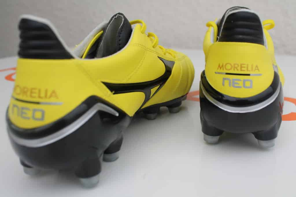 chaussure-football-mizuno-morelia-neo