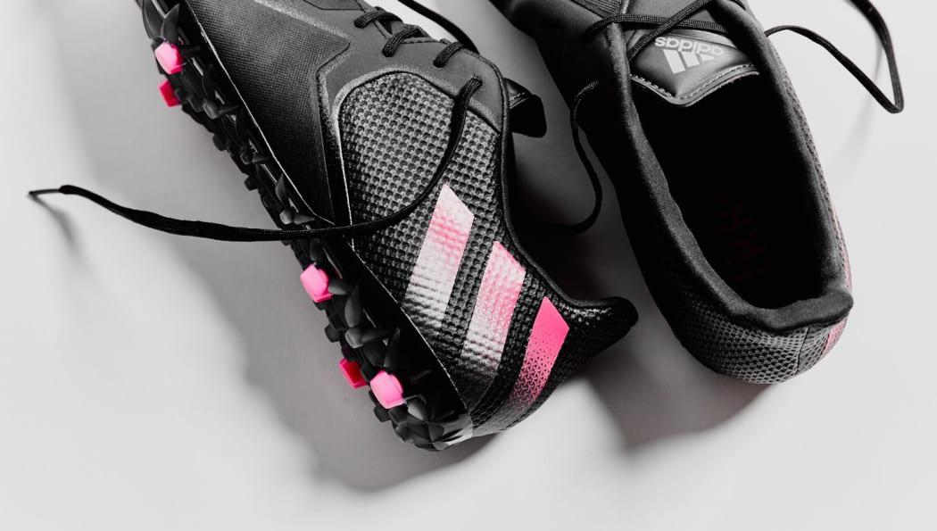 http://www.footpack.fr/wp-content/uploads/2015/12/chaussure-football-adidas-ACE16-tkrz-street-1050x595.jpg