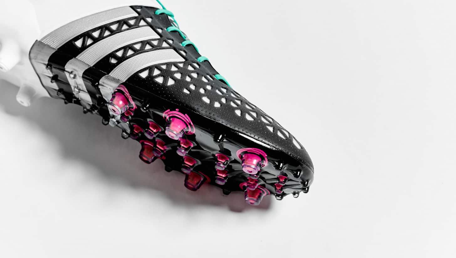 chaussure-football-adidas-ace-noir-blanc-argent-2015-5