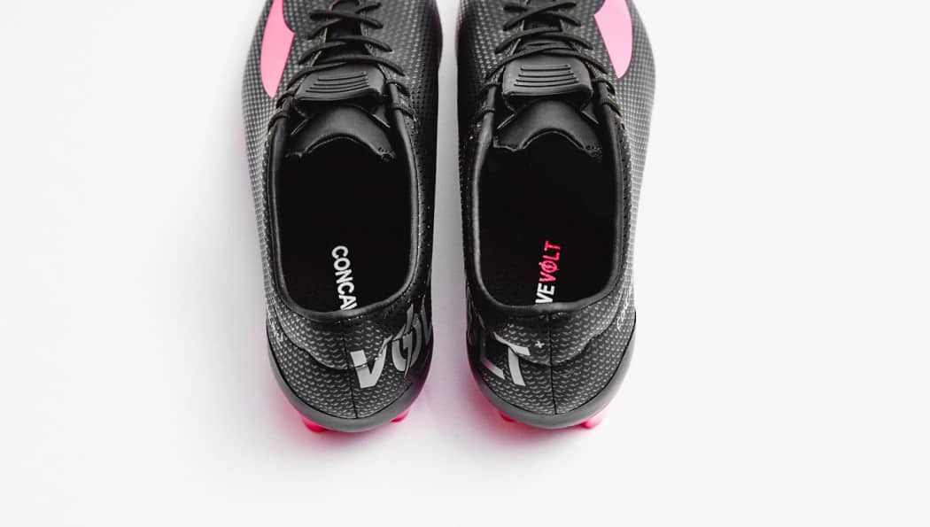 http://www.footpack.fr/wp-content/uploads/2015/12/chaussure-football-concave-football-volt--1050x595.jpg