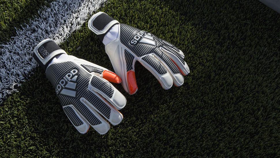 gants-football-adidas-history-pack-1982-schumacher