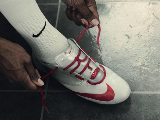 chaussure-foot-drogba-2008-2009-nike-mercurial-vapor-superfly-red