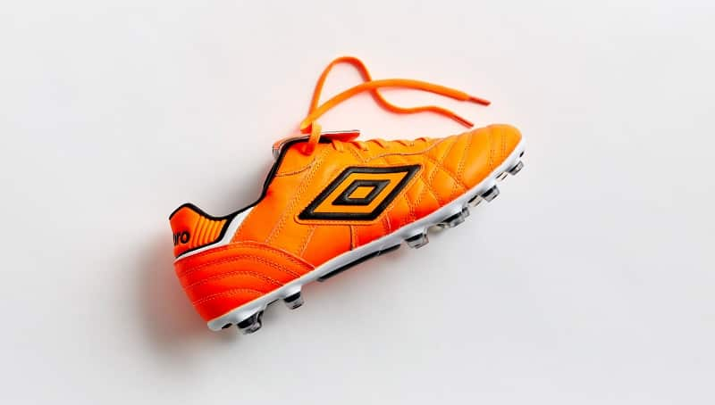 http://www.footpack.fr/wp-content/uploads/2016/01/chaussure-foot-umbro-speciali-eternal-orange-3.jpg
